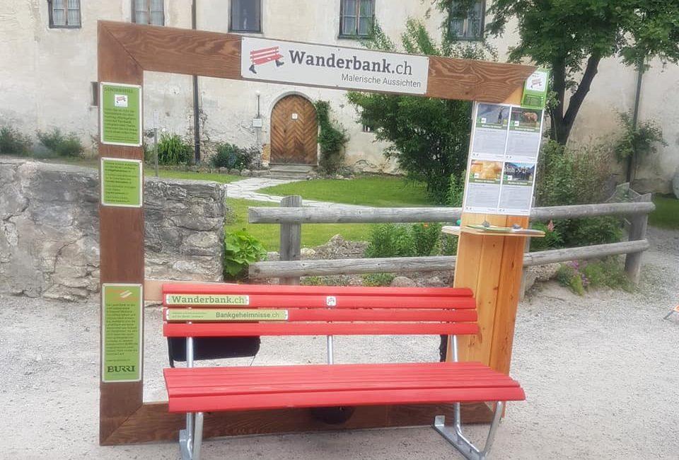 Wanderbank mit Stehhilfe – Dank der Biosfera Val Müstair