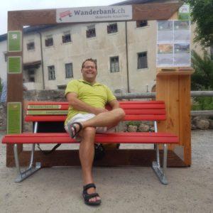 Wanderbank mit Stehhilfe